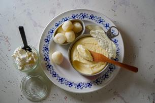 北海道産のチーズとバターの写真素材 [FYI04739750]