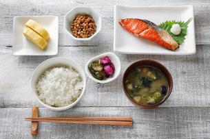 一汁三菜朝ごはんの写真素材 [FYI04739788]