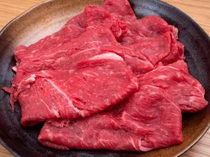 牛肉 肩ロース薄切りの写真素材 [FYI04739924]
