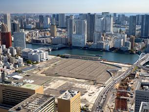 東京都 移転した旧築地市場の跡地の写真素材 [FYI04739937]
