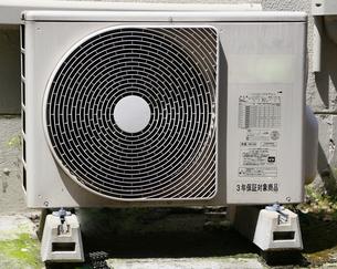 エアコンの室外機の写真素材 [FYI04740006]