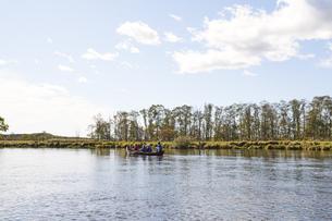 釧路川でカヌー体験の写真素材 [FYI04740248]