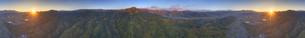 別所温泉付近から望む塩田平と夫神岳の山並みの420度パノラマの写真素材 [FYI04740803]