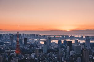 東京都心で眺める初日の出の写真素材 [FYI04741378]