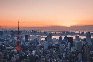 東京都心で眺める初日の出の写真素材 [FYI04741379]