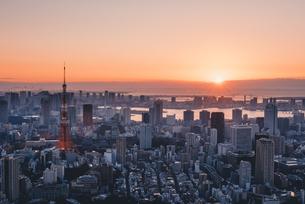 東京都心で眺める初日の出の写真素材 [FYI04741380]
