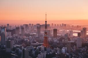 東京都心で眺める初日の出の写真素材 [FYI04741386]