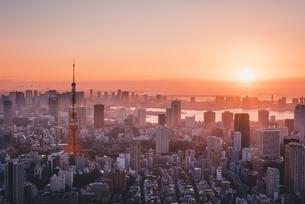 東京都心で眺める初日の出の写真素材 [FYI04741387]
