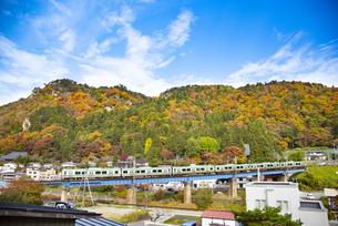 秋の立石寺と仙山線の写真素材 [FYI04741899]