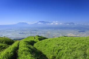 大観峰より望む阿蘇山の写真素材 [FYI04741974]