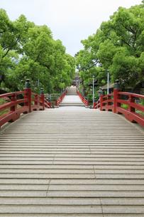 太宰府天満宮の太鼓橋の写真素材 [FYI04741996]
