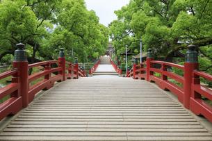 太宰府天満宮の太鼓橋の写真素材 [FYI04741997]