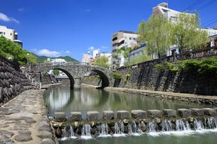 眼鏡橋と中島川の写真素材 [FYI04742025]