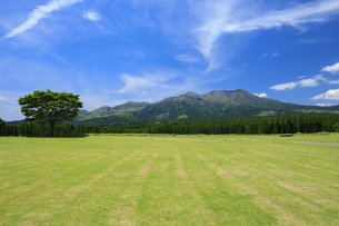 月廻り公園と阿蘇山の写真素材 [FYI04742079]