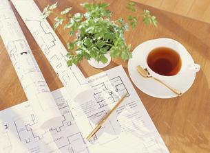 間取り図と紅茶の写真素材 [FYI04742140]