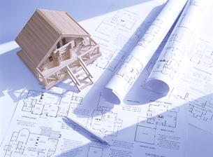 間取り図と家の模型の写真素材 [FYI04742142]
