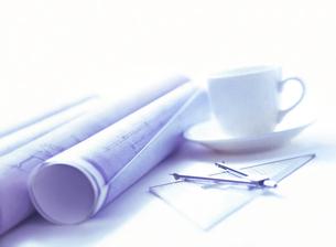 設計図とコーヒーの写真素材 [FYI04742147]