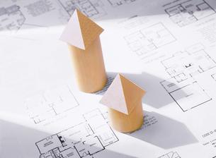 間取り図と積み木の家の写真素材 [FYI04742175]