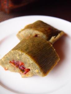 竹の皮だんご(郷土料理)の写真素材 [FYI04742301]