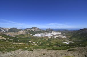 間宮岳から見たお鉢平(北海道・大雪山)の写真素材 [FYI04742342]