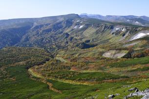 緑岳から見た秋の高根ケ原(北海道・大雪山)の写真素材 [FYI04742346]
