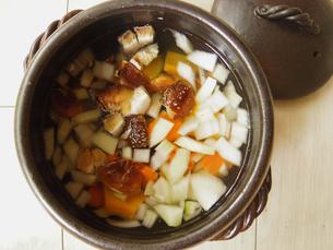 根菜の汁物の写真素材 [FYI04742469]