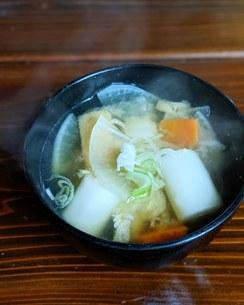 べろべろもちと根菜の味噌汁の写真素材 [FYI04742490]