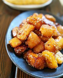 ジャガイモの煮ころがしの写真素材 [FYI04742493]