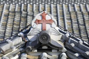 旧出津救助院の屋根の十字架の写真素材 [FYI04742609]