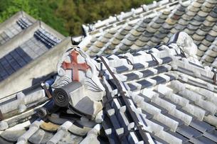 旧出津救助院の屋根の十字架の写真素材 [FYI04742610]