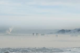 ウランバートル厳冬の靄の中での写真素材 [FYI04742813]