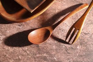 木製の食器の写真素材 [FYI04743762]