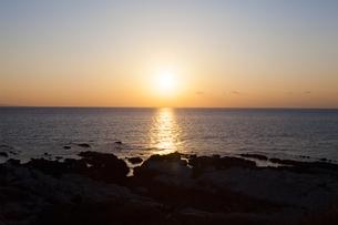 太平洋に沈む夕陽の写真素材 [FYI04743952]