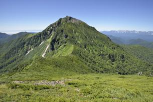 天狗岳から見たニペソツ山(北海道・ニペソツ山)の写真素材 [FYI04744079]