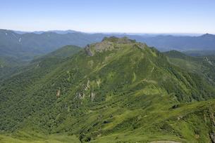 ニペソツ山から見た天狗岳(北海道・ニペソツ山)の写真素材 [FYI04744082]