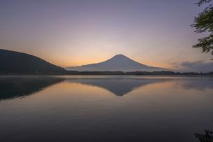 田貫湖の逆さ富士の写真素材 [FYI04744152]
