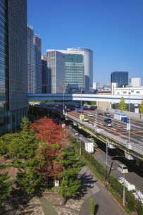 都心の風景 首都高速道路(浜崎橋JCTから汐留JCT間)の写真素材 [FYI04744197]