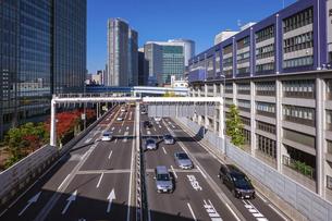 都心の風景 首都高速道路(浜崎橋JCTから汐留JCT間)の写真素材 [FYI04744200]