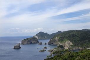 ユウスゲ公園から見下ろす南伊豆の険しい海岸線の写真素材 [FYI04744251]
