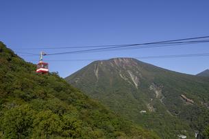 男体山と明智平ロープウェイの写真素材 [FYI04744255]