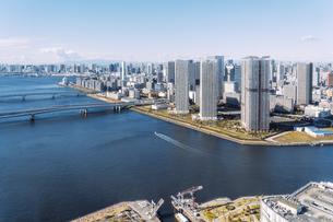 快晴の東京湾岸エリアの景観の写真素材 [FYI04744983]
