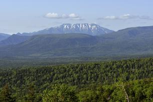 三国峠から見たウペペサンケ山(北海道・上士幌町)の写真素材 [FYI04745093]