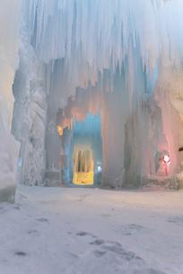 カラフルな氷瀑内の写真素材 [FYI04745375]