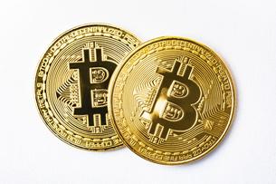 【仮想通貨】ビットコイン 白背景の写真素材 [FYI04745647]