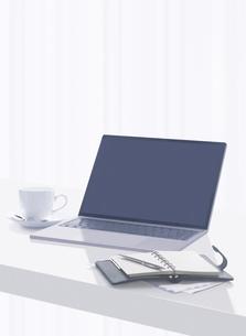 パソコンと手帳とコーヒーカップの写真素材 [FYI04745771]