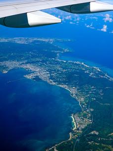 沖縄本島中部の空撮の写真素材 [FYI04745993]