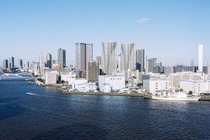 快晴の東京湾岸エリアの景観の写真素材 [FYI04746020]
