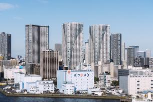 快晴の東京湾岸エリアの景観の写真素材 [FYI04746021]