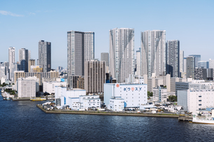 快晴の東京湾岸エリアの景観の写真素材 [FYI04746022]
