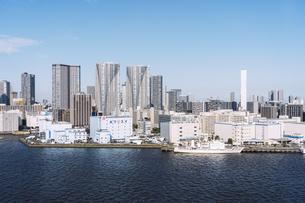 快晴の東京湾岸エリアの景観の写真素材 [FYI04746023]